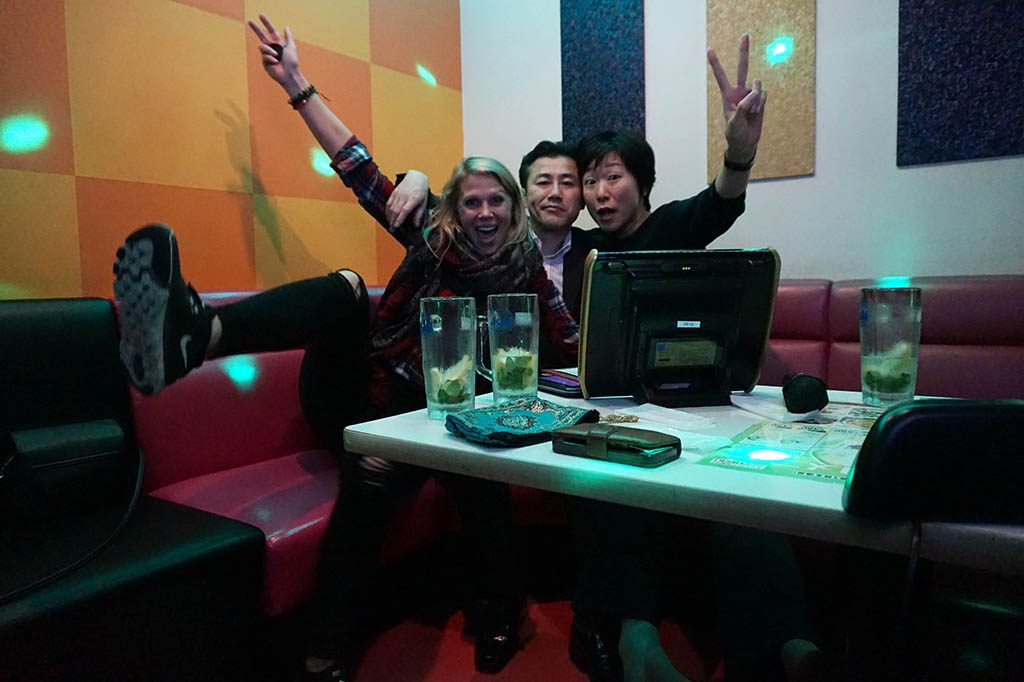 singing karaoke tin Tokyo with Japanese couple