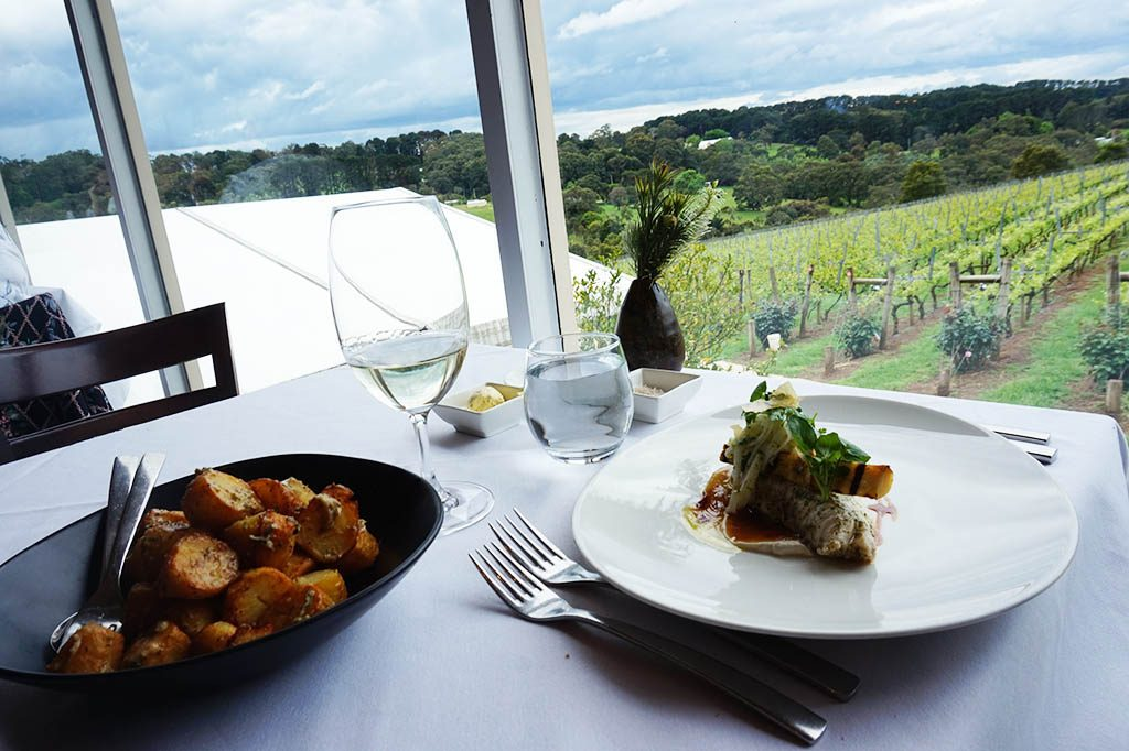 Lunch with a view over the vines at paring estate